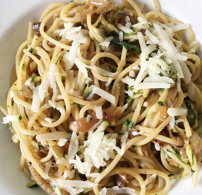 Spaghetti with caramelised onions and courgettes