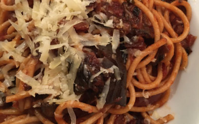 Wholemeal spaghetti with aubergine and tomato